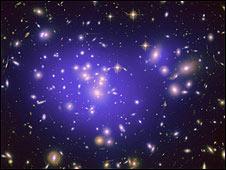 Galaxy cluster Abell 1689. ©  NASA, ESA, E. Jullo (JPL/LAM), P. Natarajan (Yale) and J-P. Kneib (LAM)