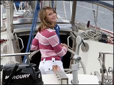 "Laura Dekker al timón de ""Guppy"""