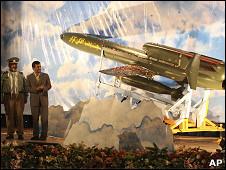 Ahmadinejad en la presentación del Karrar