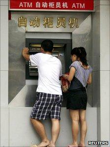Rút tiền ở ngân hàng TQ