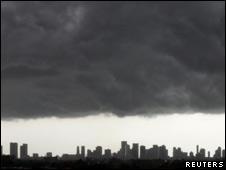 Cielo negro sobre Miami, EE.UU.