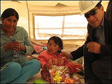 Mujer e hija de Carlos Mamani y cónsul de Bolivia en Santiago