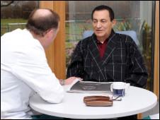 Hosni Mubarak y su doctor