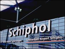 الاثنان اعتقلا في مطار شيبول بطلب أمريكي