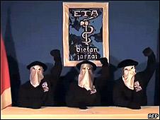 Miembros de ETA al anunciar el cese el fuego