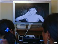 Familiares falam com mineiros por videoconferência