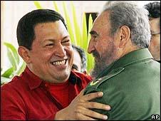 Hugo Chávez e Fidel Castro/AP