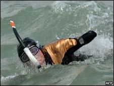 Foto de arquivo mostra  Philippe Croizon em treinamento (AFP, 27 de maio de 2010)