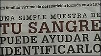 Un cartel pide colaboración con el Banco Genético Argentino.