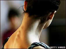 Modelo con las vértebras marcadas