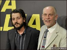 Diego Luna y John Malkovich