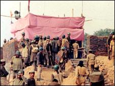 अयोध्या में एक अस्थाई मंदिर