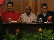 Nicolás Maduro, canciller de Venezuela, Aristóbulo Istúriz, jefe de campaña del oficialismo y Elias Jaua, vicepresidente de Venezuela