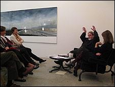 Jeffrey Vallance en una charla en enero de 2010 / Independent Curators International
