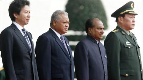 Các bộ trưởng phòng Lương Quang Liệt (Trung Quốc), A.K. Antony (Ấn Độ),  Indonesia Purnomo Yusgiantoro (Indonesia), và Thứ trưởng quốc phòng Nhật Jun Azumi tại ADMM+