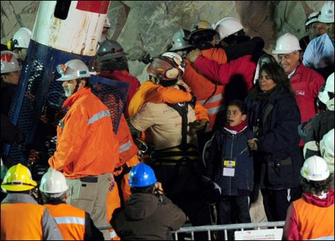 تشيلي: إنقاذ أول مجموعة من 101013033604_chileflorencio3502.jpg