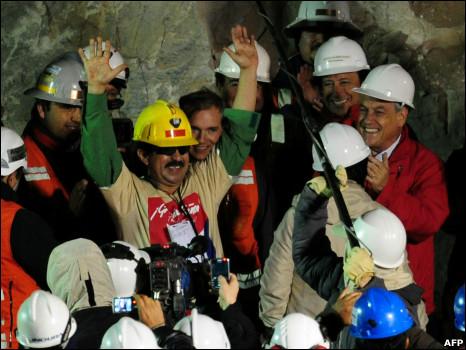 تشيلي: إنقاذ أول مجموعة من 101013053221_juan_illanes__466x350_afp.jpg