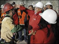 تشيلي: إنقاذ أول مجموعة من 101013054956_sebastian_pinera__226x170_nocredit.jpg