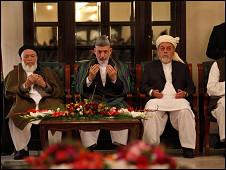 حامد کرزی و اعضای شورای عالی صلح