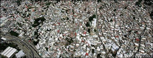 Toma aérea de una de las zonas del oeste de Caracas llamada Antimano