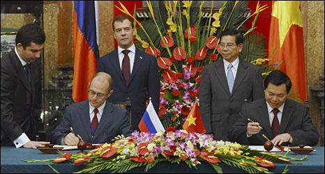 Tổng thống Nga và Việt Nam chứng kiến lễ ký kết