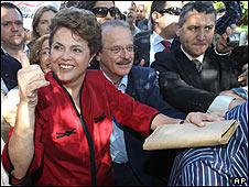 Dilma Rousseff é a primeira mulher eleita presidente do Brasil.