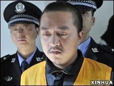 被判处死缓的原凤凰警察龚丞(31/10/2010 新华社图片)