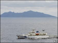 日本海岸警卫队在钓鱼岛海域巡逻