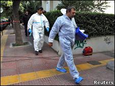 Полицейские на= месте= взрыва= в= швейцарском= посольстве= греции