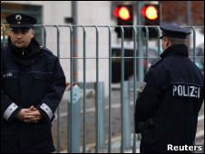 Полиция германии= у= офиса= меркель