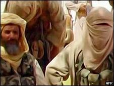 Imagem do canal de TV Al Andalus divulgada pela AFP mostra militantes do do AQIM - 30 de setembro de 2010