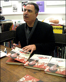 Іґорт у книгарні в Парижі