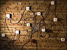 Interruptores de luz transformados en algo repulsivo