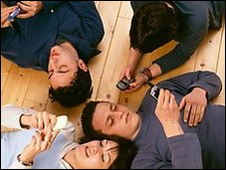 Adolescentes con celular
