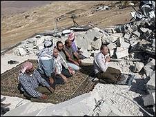 نمازگزاران در روستای خیربه یرزا