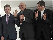 De izquierda a derecha, Juan Manuel Santos, Fernando Lugo y Rafael Correa