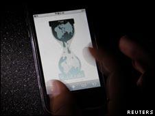 iPhone屏幕上显示的维基解密网站标志