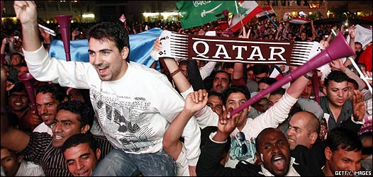 Celebración en Doha de la elección de Qatar como sede mundialista.