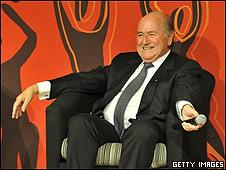 Joseph Blatter, presidente de la FIFA, durante la rueda de prensa en la que hizo su polémico comentario.