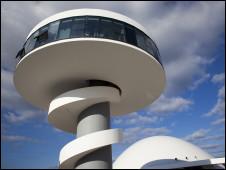 Centro é instalado numa área de 44 mil metros quadrados com quatro edifícios com capacidade para 10 mil visitantes por dia. Foto: Centro Niemayer/Divulgação