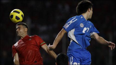 Cristian Gonzales saat menghadapi Filipina (16/12/10)