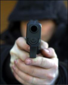 Homem armado (Foto: Arquivo / Polícia de Manchester)