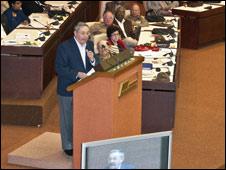 Raul Castro discursa na Assembleia cubana (Foto: Raquel Perez)