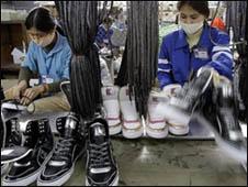 Công nhân giày Việt Nam