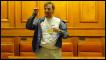 رجل يلقي بنفسه من شرفة داخل البرلمان الروماني