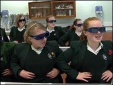 Alumnas de la escuela Abbey en una clase con tecnología 3D
