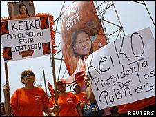Manifestantes con pancartas de Keiko Fujimori