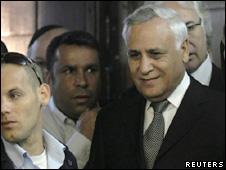 Katsav na corte de Tel Aviv (Reuters)