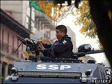 La policía federal patrulla las calles de Morelia.