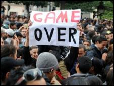 Tổng thống Tunisia lui chức trong cảnh rối loạn trên đường phố